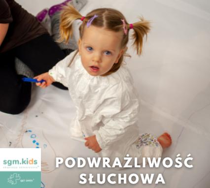 Read more about the article Czy rzucanie zabawkami i uderzanie głową o ścianę może być skutkiem zmniejszonej wrażliwości na bodźce słuchowe Twojego dziecka?